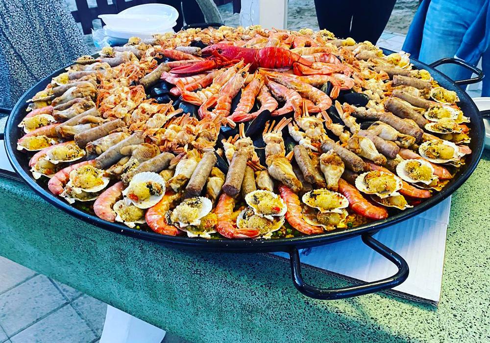 Paella in pentola gigante